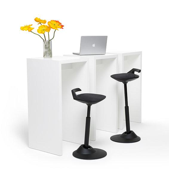 Aeris ErgonomieWelt ergonomischer Bürostuhl Muvman am Tisch