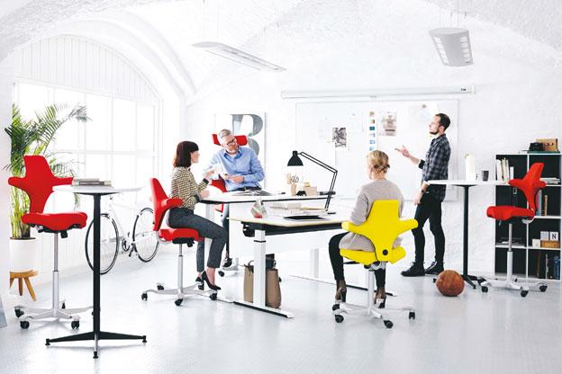 HAG Capisco und CapiscoPuls Sattelsitzen am Arbeitsplatz