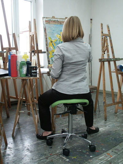 Sattelstuhl für Künstlerinnen