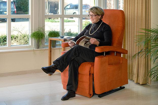 ErgonomieWelt Magazin Fitform Aufstehsessel Orange Galerie Sitzen