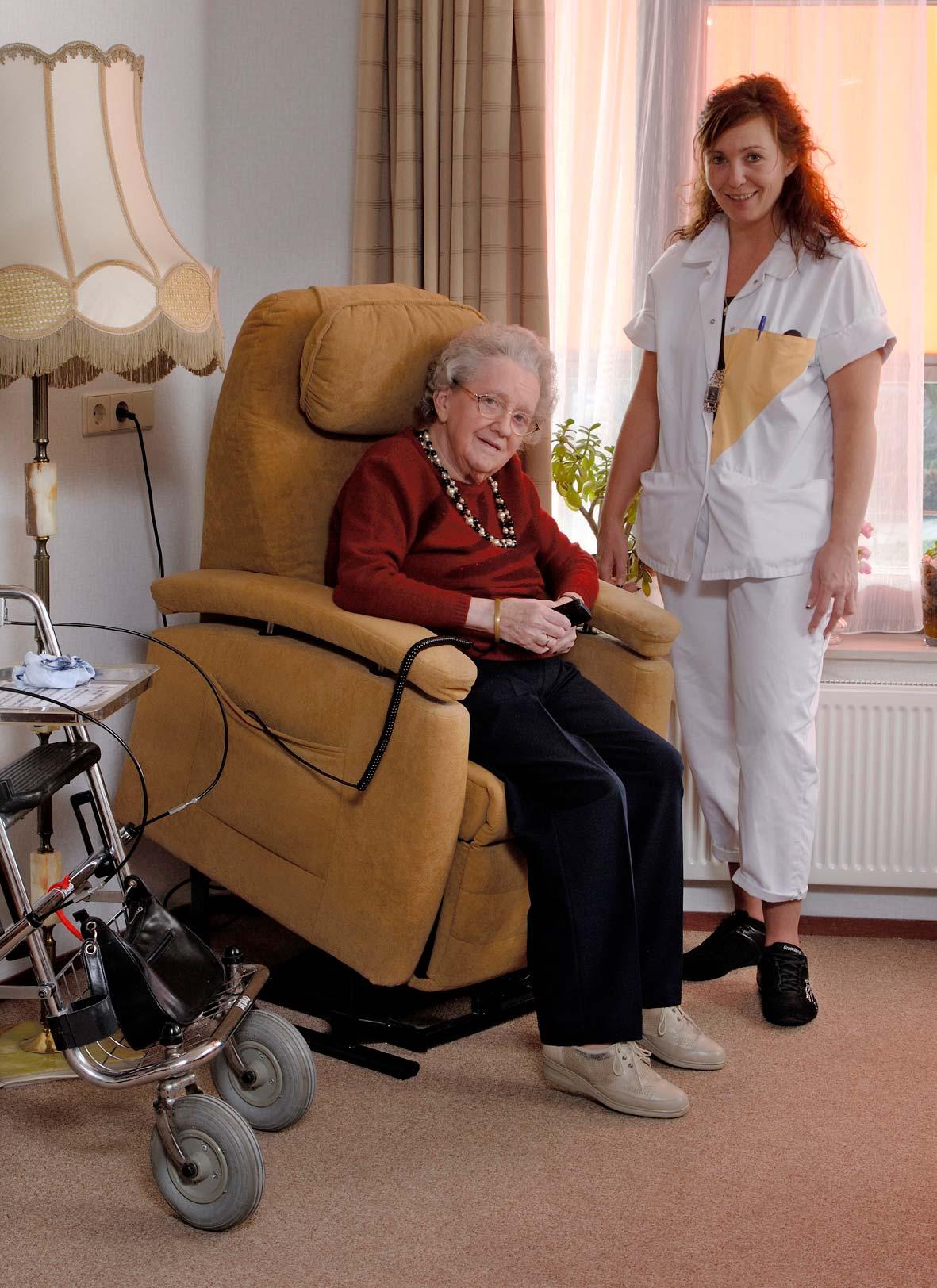 Ergonomiewelt Magazin Fitform Pflegesessel Aufstehen
