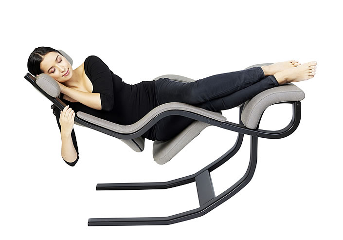 EW Magazin Varier Gravity Entspannungssessel Position 4