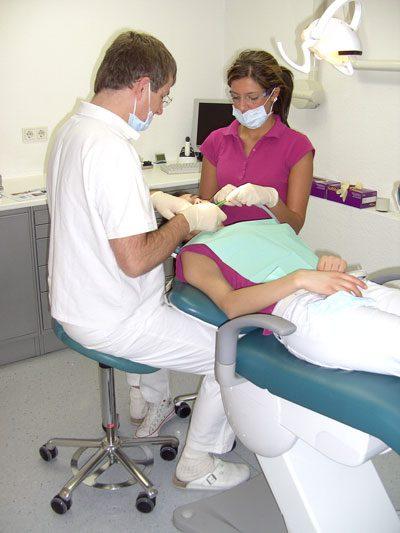 Optimale Sitzhaltung beim Zahnarzt